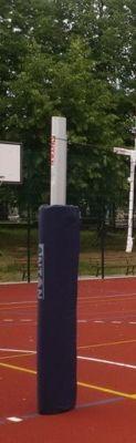 Osłona słupa do koszykówki i słupków do siatkówki